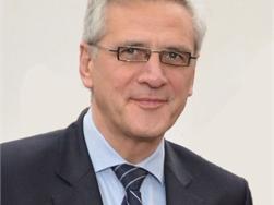 Minister Peeters wil strengere regels voor vastgoedmakelaars